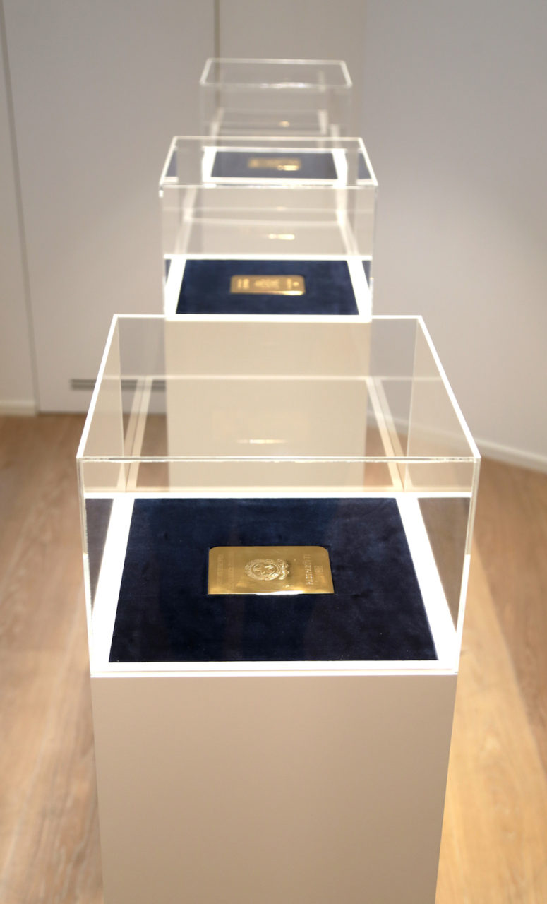 Passepartouts, 2016; gold-plated cooper plate engraved 12,5x0,5x8,8 cm (particular)